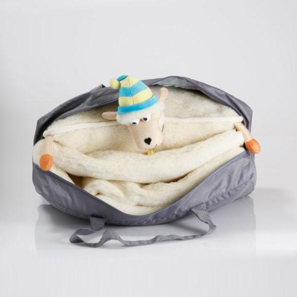 Álomutazó szett Takaró + Bárányos kispárna - táskában